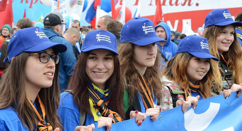 Москва отмечает 1 мая шествием профсоюзов
