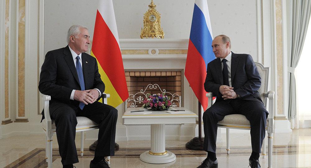 Переговоры президента РФ В. Путина с президентом Южной Осетии Л. Тибиловым