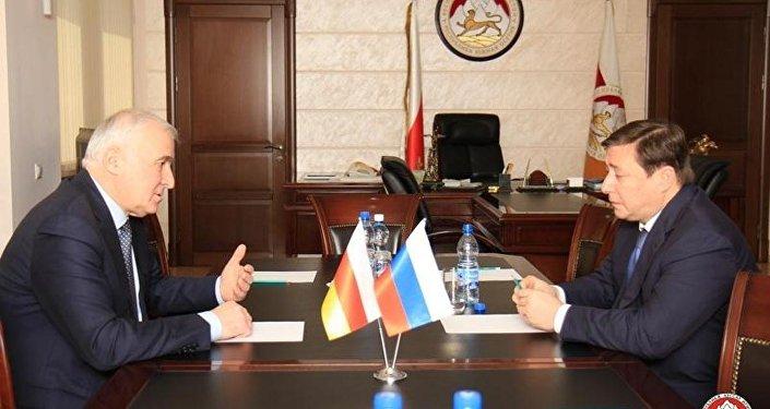 Встреча президента РЮО Леонида Тибилова и зампредседетеля правительства РФ Александра Хлопонина.