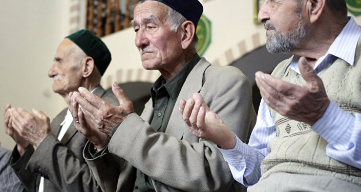 Коллективная молитва в мечети Кебир-джами