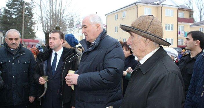 Президент РЮО на открытии больницы в Квайса