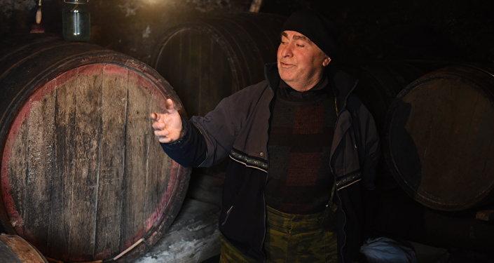 Винодел из села Прис Павел Сиукаев