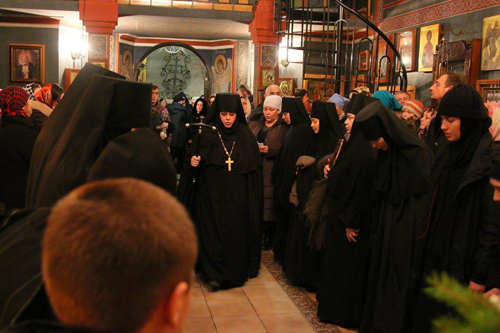 Монахини Аланского Богоявленского женского монастыря переживали, что празднование престольного праздника Богоявления окажется под угрозой срыва из-за шквалистого ветра, который обрушился на Осетию в Крещенскую ночь.