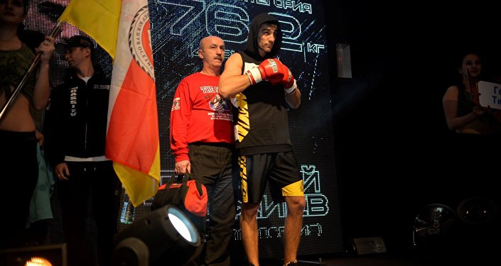 Георгий Тиджиев выходит на ринг