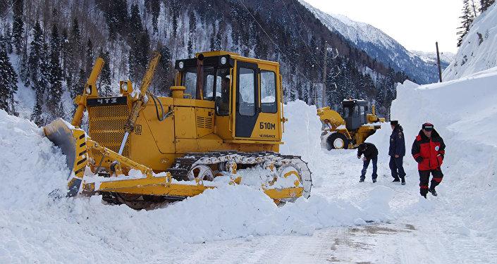 Транскам вСеверной Осетии закрыли навремя обстрела лавин