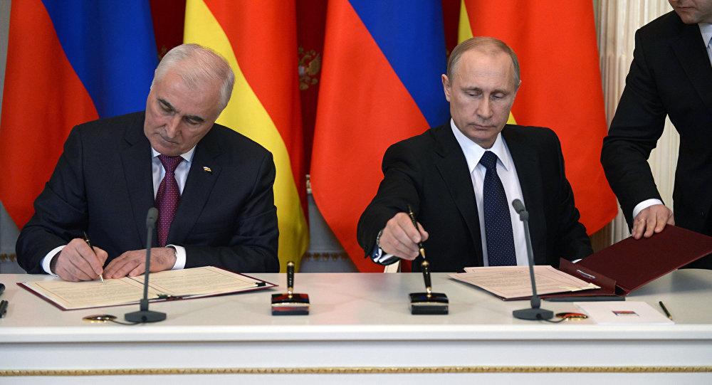 Президенты РФ и РЮО В.Путин и Л.Тибилов
