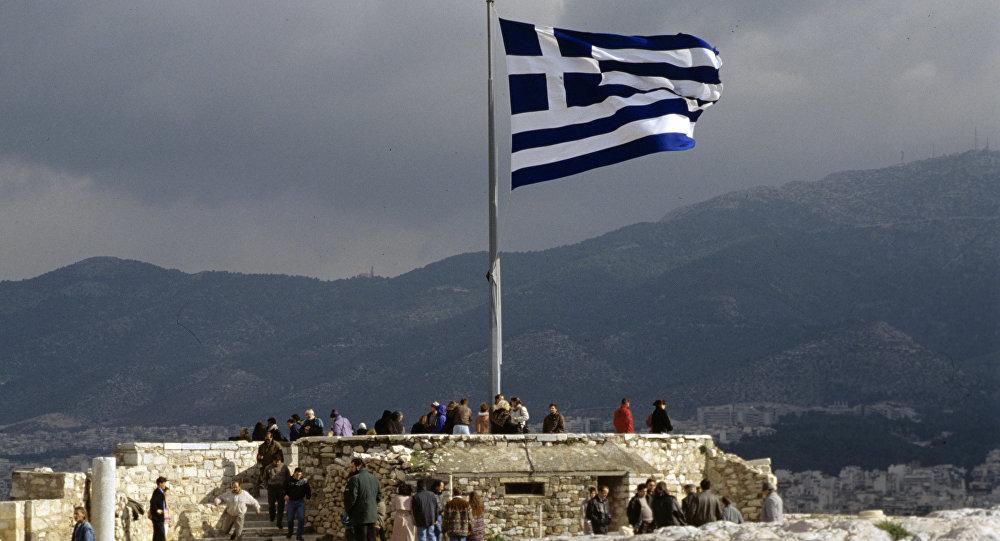Греческий флаг на смотровой площадке Акрополя