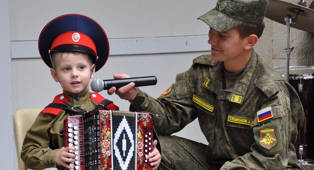 Поздравление пограничникам от юного артиста