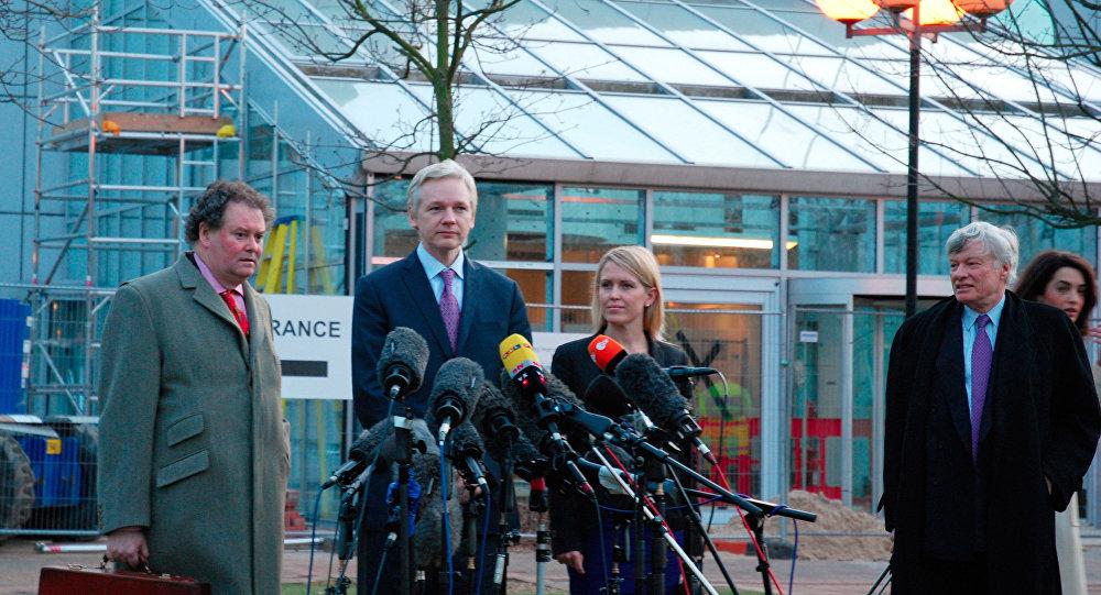 Слушания по делу об экстрадиции в Швецию основателя WikiLeaks Джулиана Ассанжа в суде в Лондоне