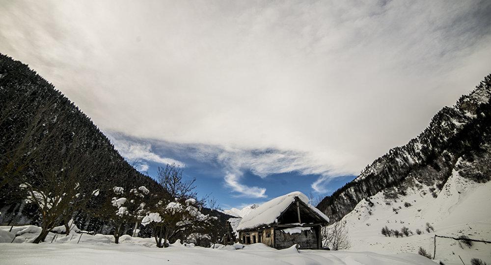 Высокогорное село Згубир
