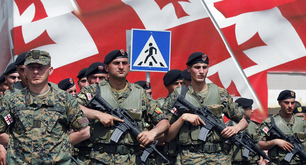 Грузинские военнослужащие в День независимости Грузии