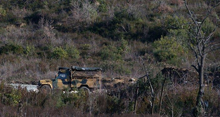 Военный автомобиль турецкой армии на территории Турции.