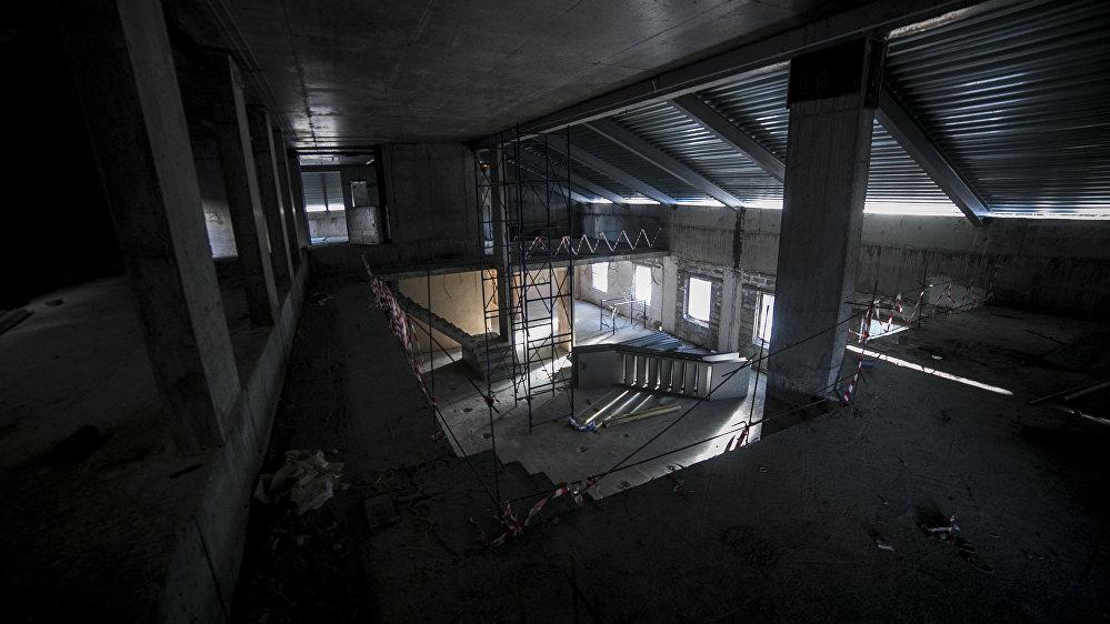 С тех пор труппа госдрамтеатра ставит спектакли в здании Совета профсоюзов.