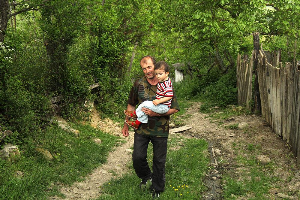 Многодетная семья из села Корнис