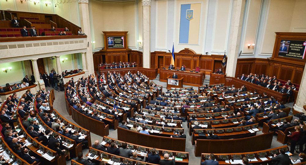 Заседание парламента в здании Верховной Рады Украины в Киеве
