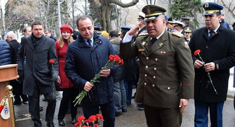 Возложение цветов в память Уго Чавеса