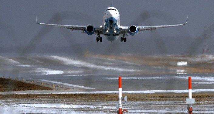 Самолет Boeing 737-800 авиакомпании FlyDubai совершает посадку в аэропорту Внуково
