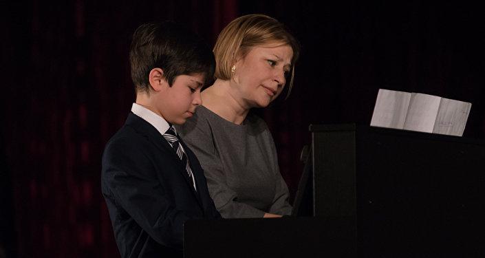 Основным направлением работы школы является фортепианное отделение