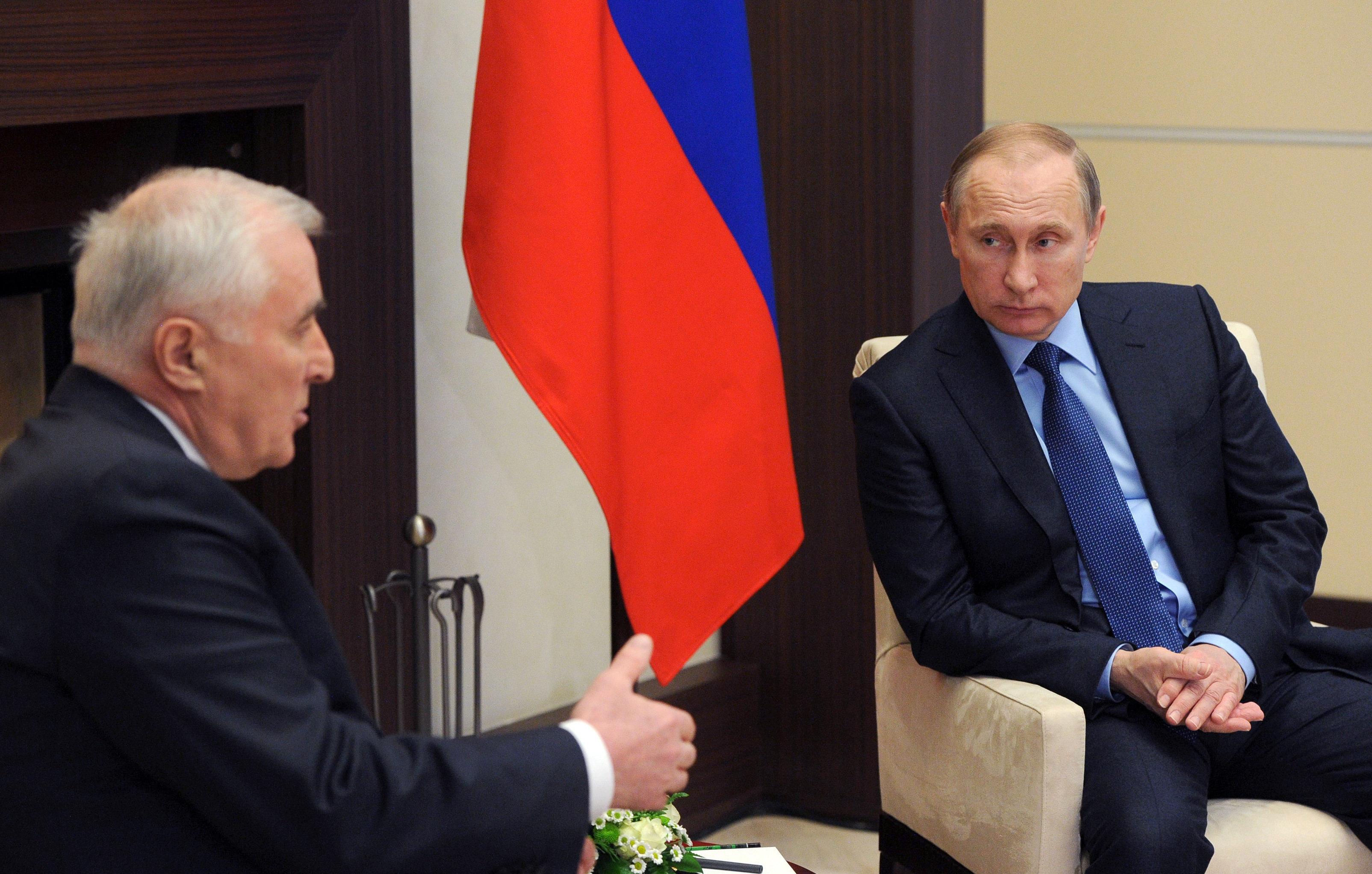 Рабочая встреча президента РФ В. Путина с президентом Южной Осетии Л. Тибиловым