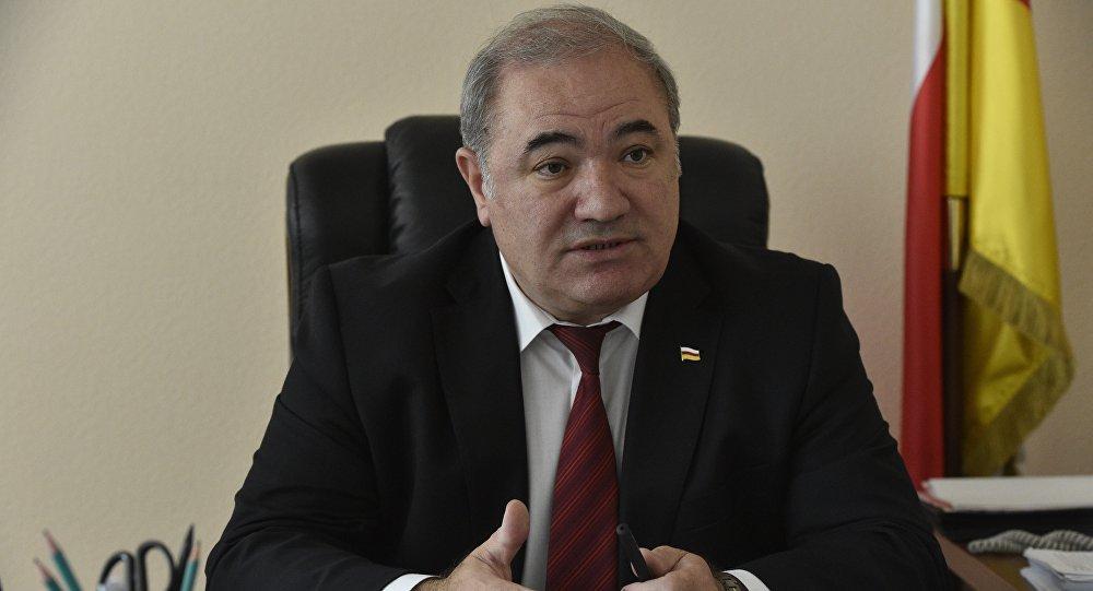 Председатель правительства РЮО Доменти Кулумбегов