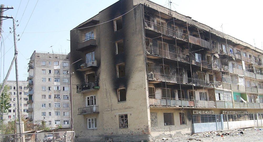 Цхинвал, ул Героев, август 2008 года.
