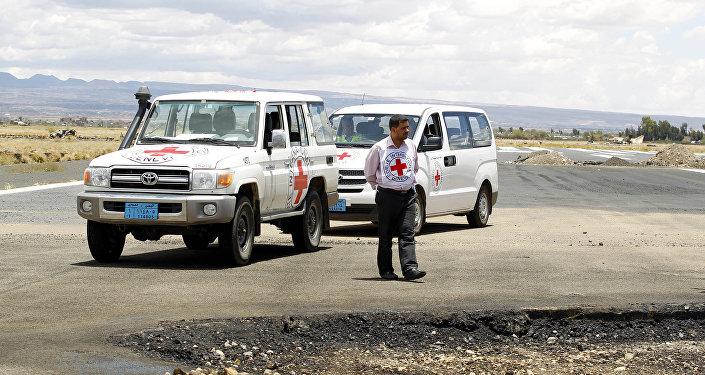 Последствия авианалета в Международном аэропорту Саны в Йемене