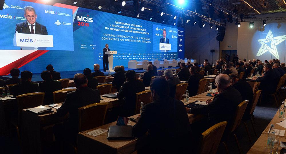 РФ не желает общаться сНАТО через оружейные прицелы— Сергей Шойгу