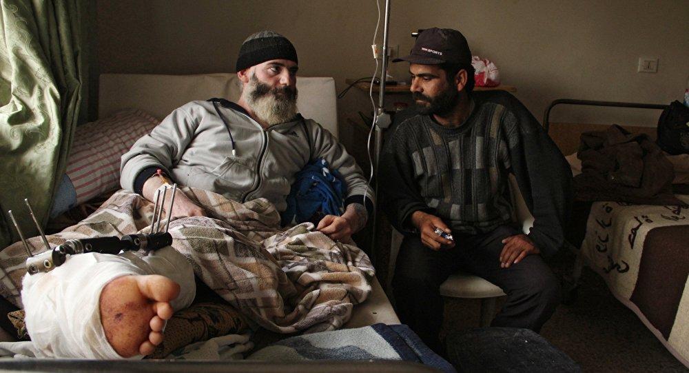 Жители сирийской деревни Мабуджа, пострадавшие от нападения боевиков ИГИЛ