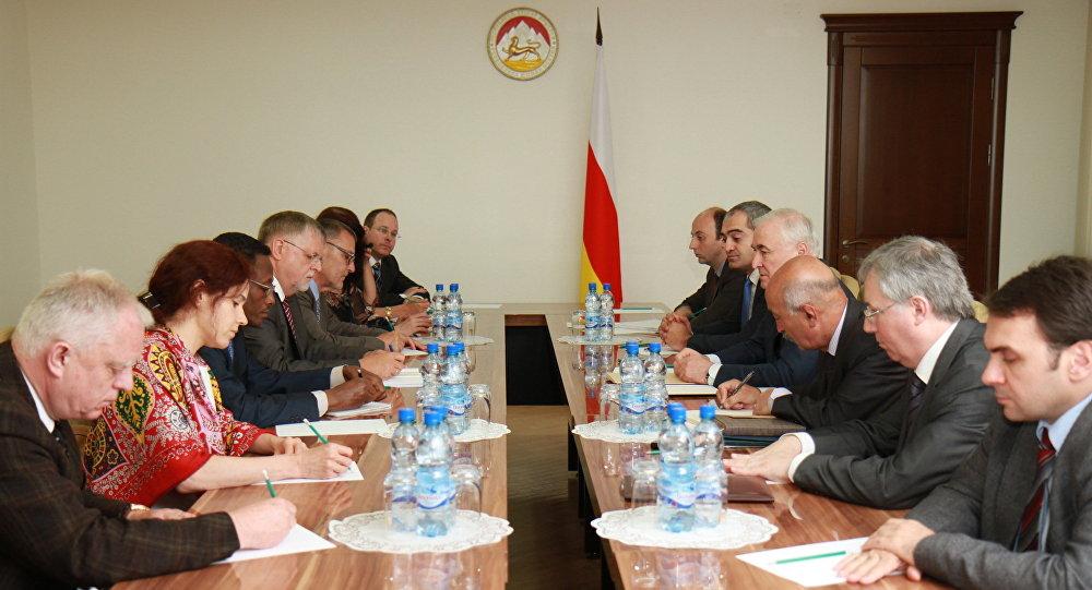 Представители ОБСЕ на встрече с президентом РЮО
