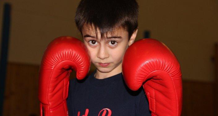 Юный боксер Станислав Бабаев