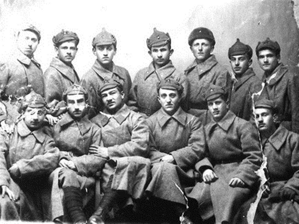 Иван Чибиров со своими сослуживцами