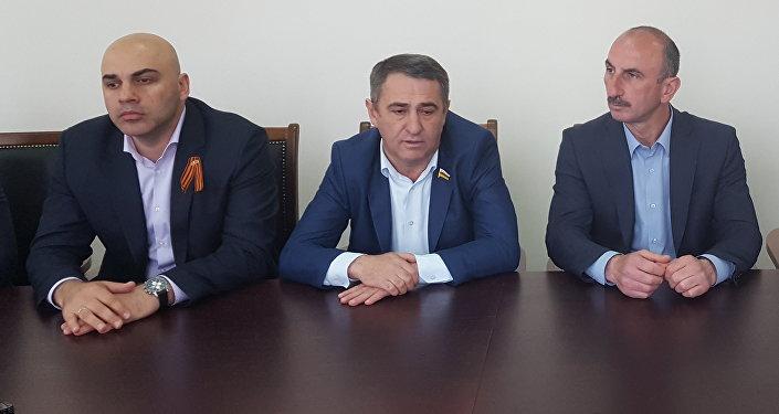 Лидеры партий Единство народа, Ныхас, Народной партии