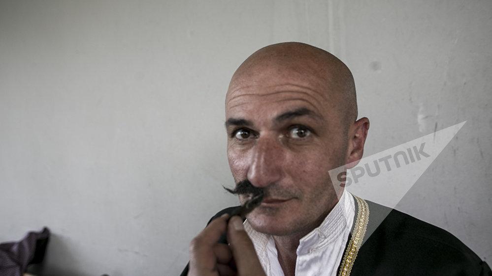 Легким движением усов Валико Джугели превращается в Сослана Бибилова