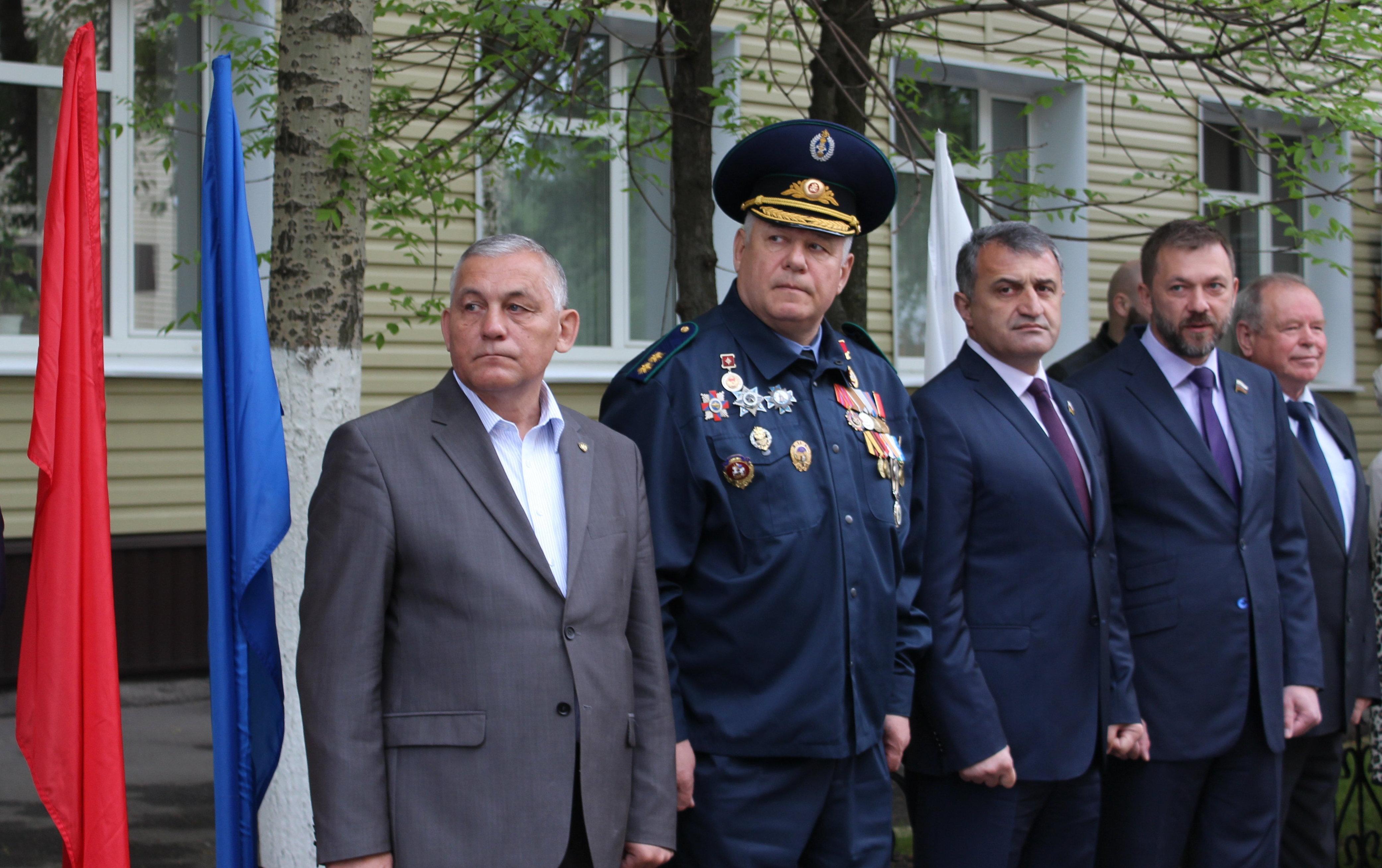 Отряд МЧС Лидер проводили в Южную Осетию спикер парламента РЮО Анатолий Бибилов и член СФ РФ Дмитрий Саблин