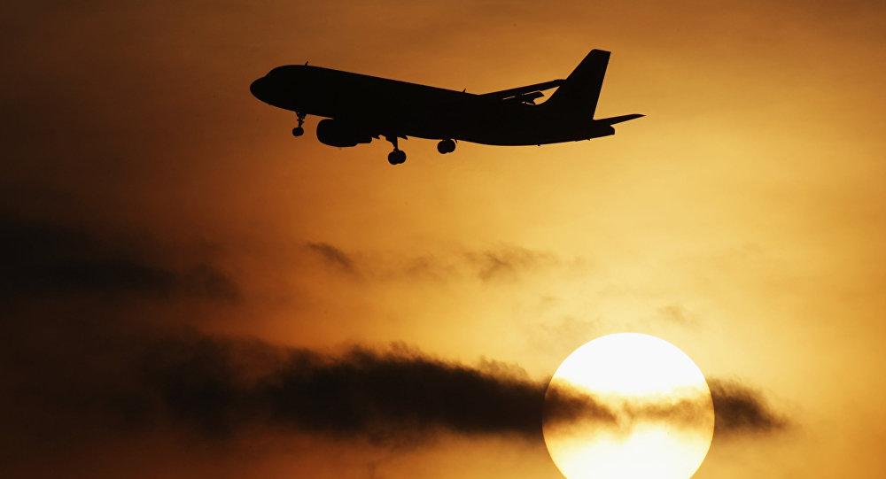 Самолет Airbus-320 в аэропорту Домодедово