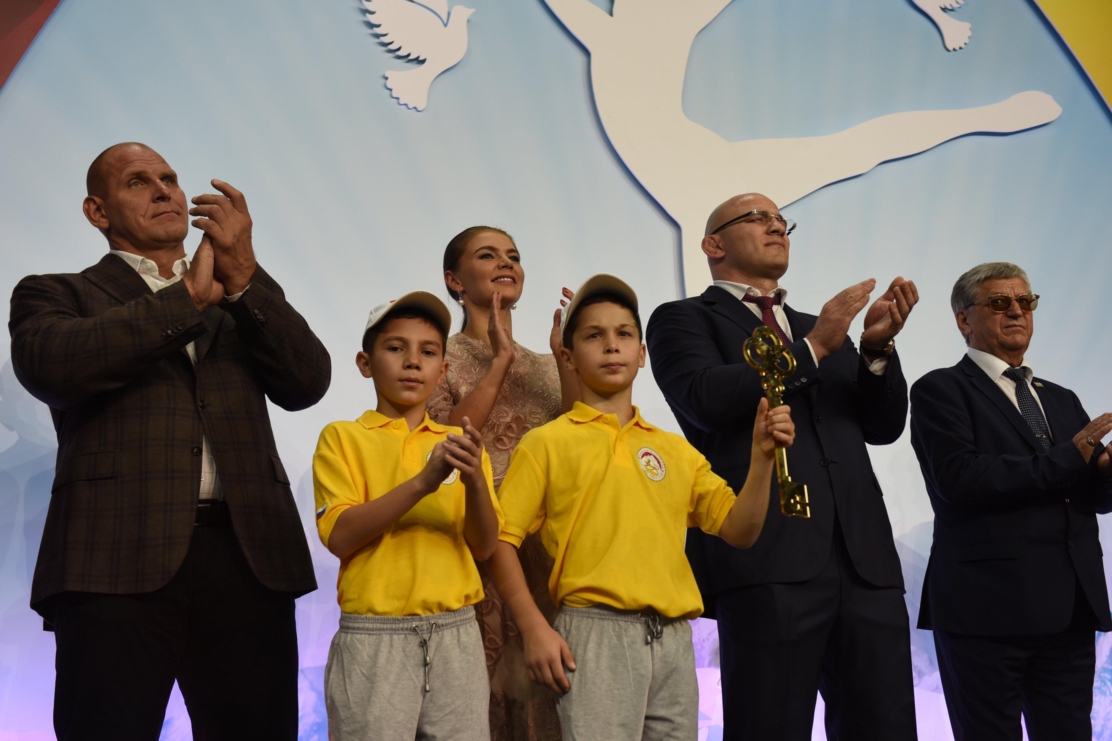 Таймазов на открытии спорткомплекса Олимп в Цхинвале.