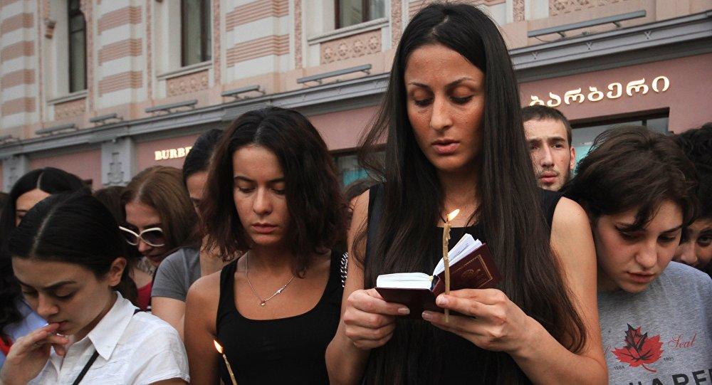 Акция в память о погибших в наводнении в Тбилиси