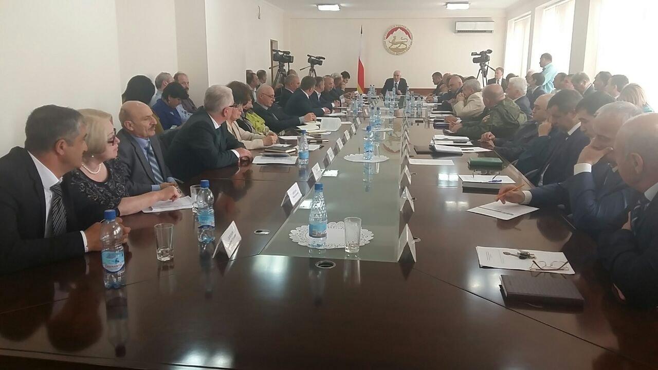 Заседание политсовета при президенте РЮО