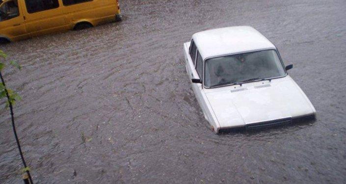 Подтопленная улица во Владикавказе