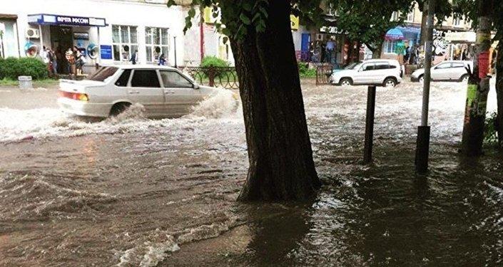 Последствия ливнего дождя во Владикавказе