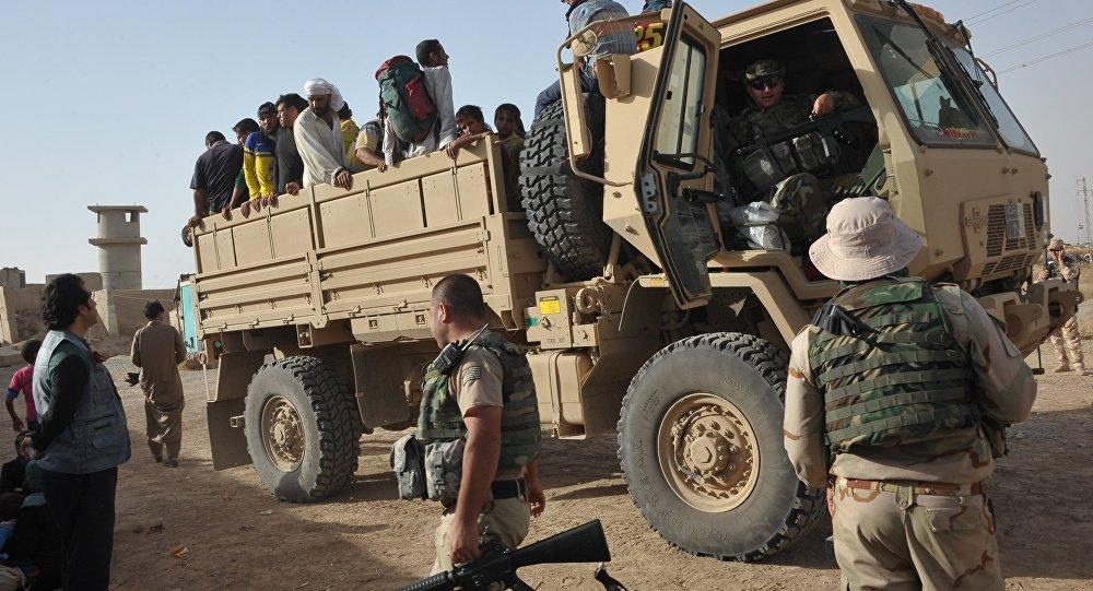Беженцы с территории ИГ в районе города Киркук в Ираке