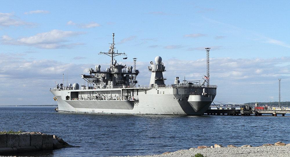 Флагманский корабль шестого флота США Mount Whitney в порту Таллина