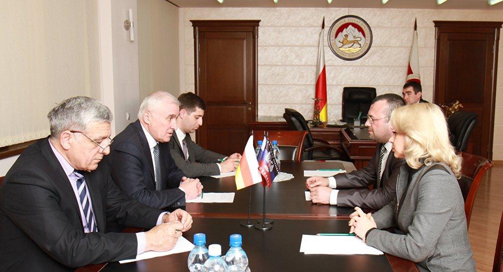 Президент Южной Осетии приехал в ДНР с визитом