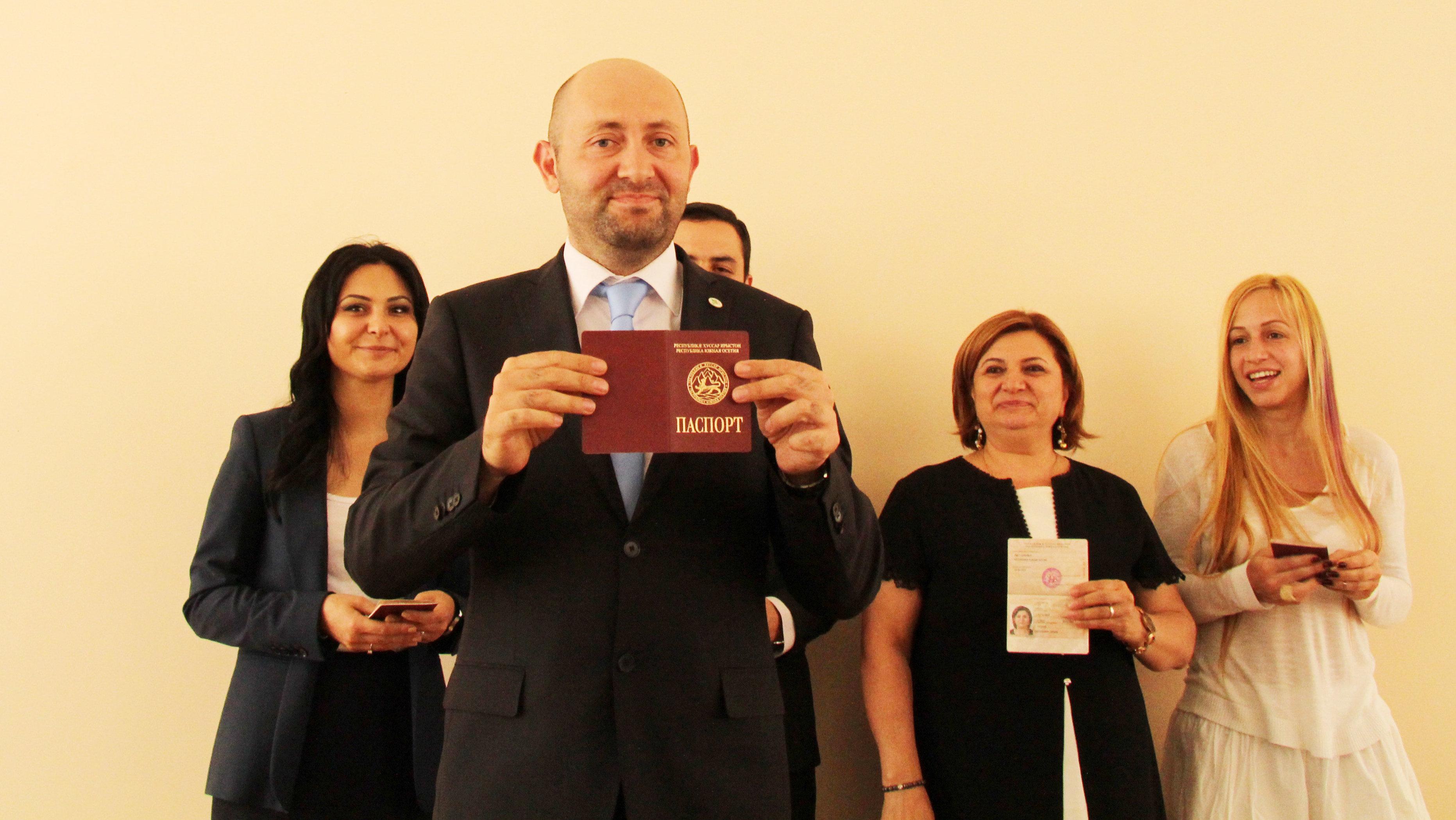 Вручение паспортов Южной Осетии турецким осетинам