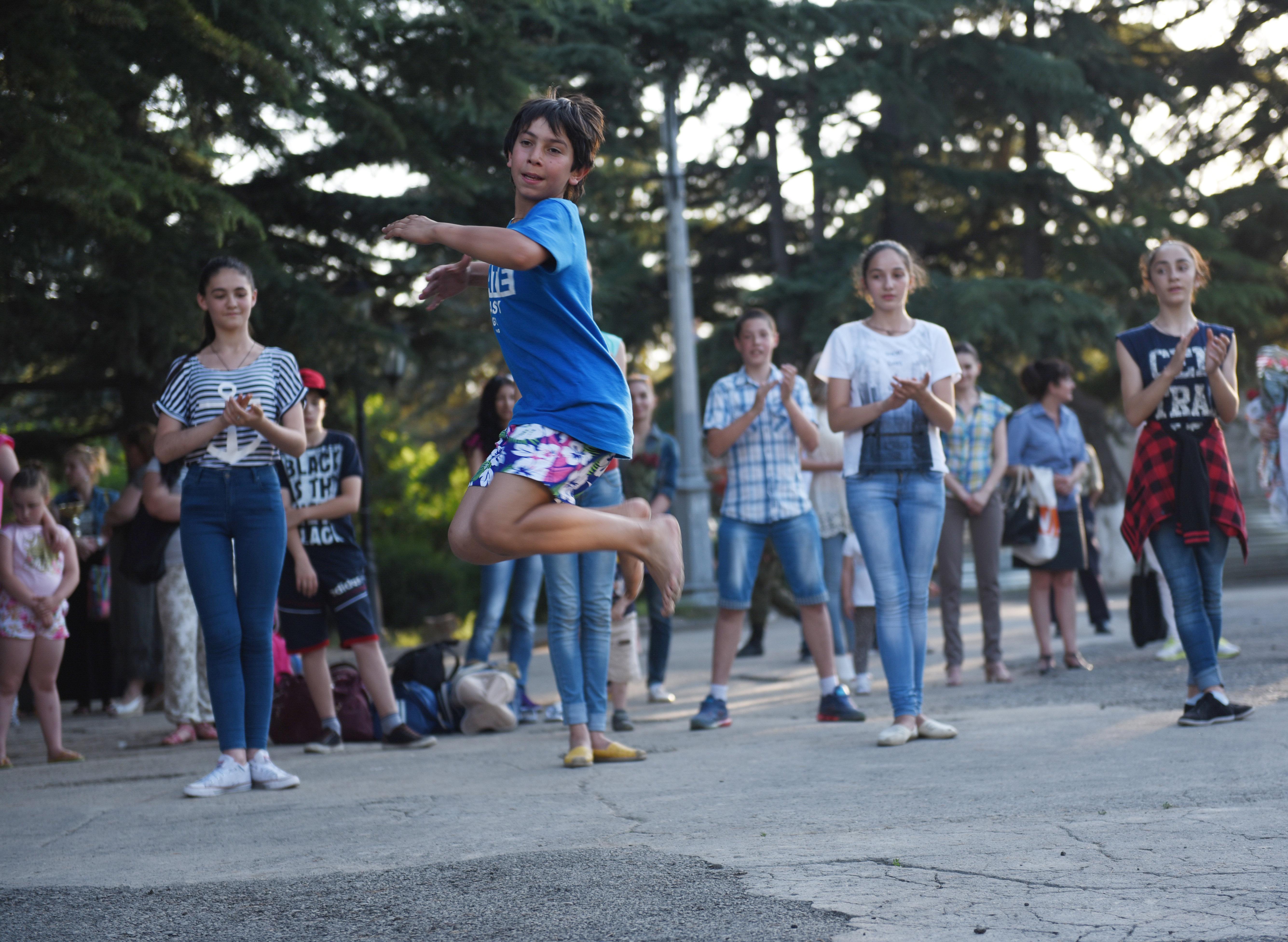 Детский танцевальный ансамбль Ирон
