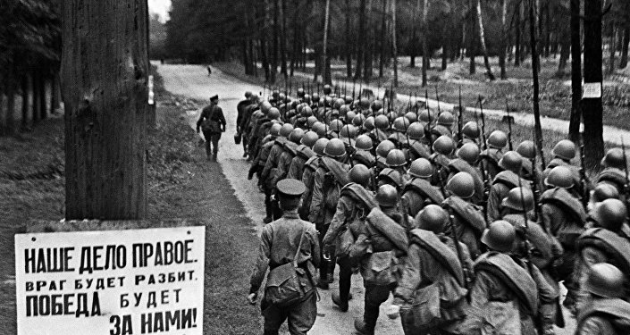 Мобилизация. Колонны бойцов движутся на фронт