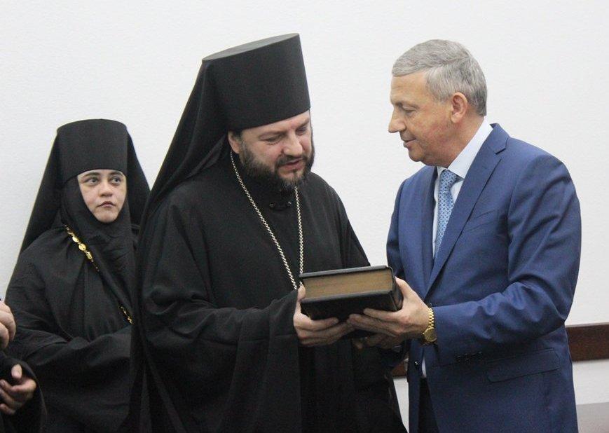 Новый епископ Владикавказский и Аланский Леонид (Горбачев) и врио главы РСО-А Вячеслав Битаров