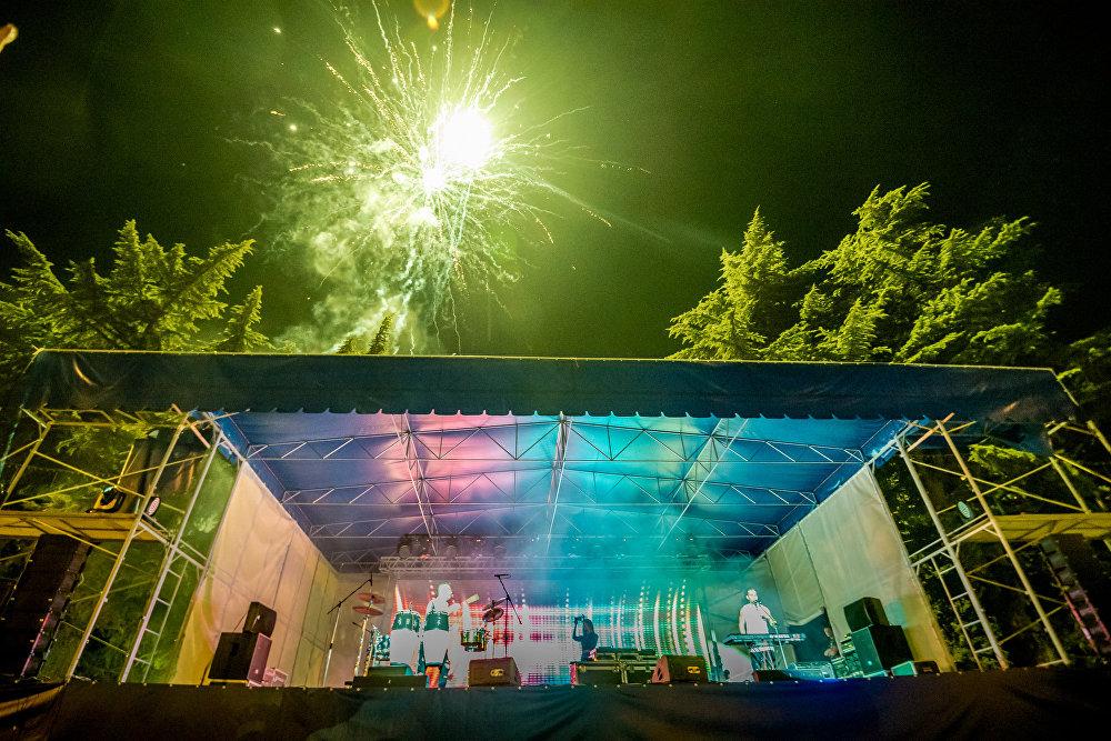 День молодежи в Южной Осетии отметили концертом на театральной площади Цхинвала