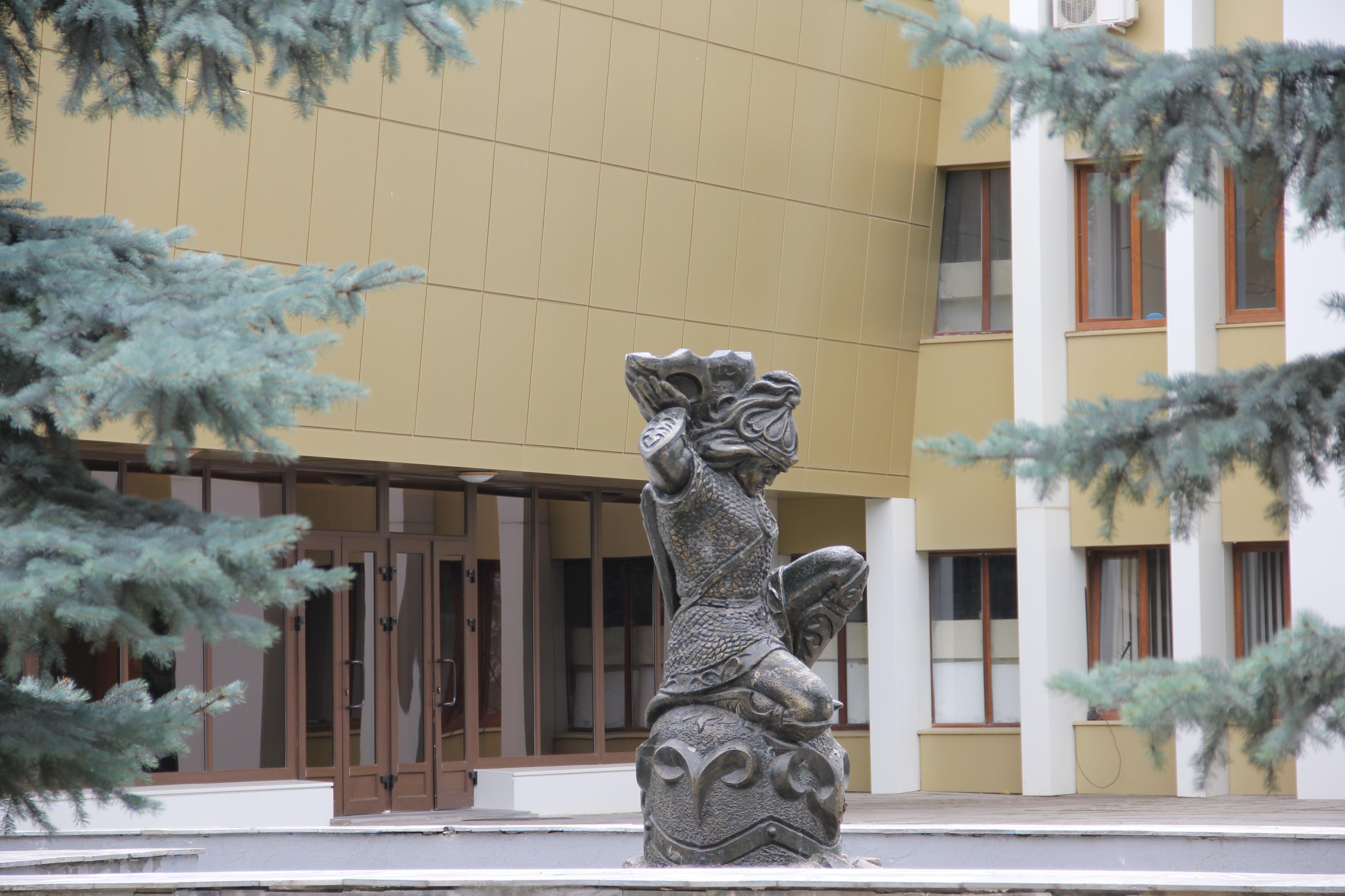 Скульптор Бекъойты Алан