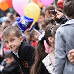 На парад пришли тысячи зрителей